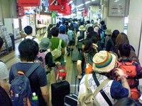 シャトルバス待ち行列@越後湯沢駅