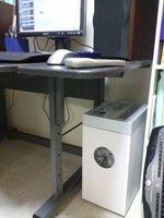 机の下のNSE-801